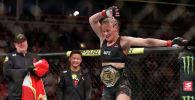 Чемпионка UFC из Кыргызстана Валентина Шевченко традиционно станцевала лезгинку в октагоне после победы над американкой Джессикой Ай в Чикаго