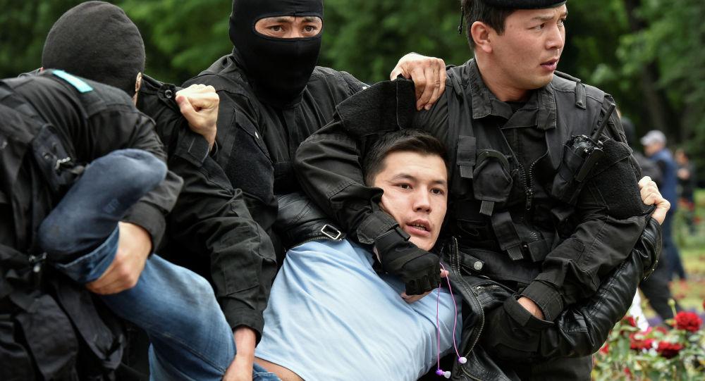 Алматы шаарында мыйзамсыз митингге катышкандар