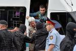 Полицейские задерживают сторонника оппозиции во время акции протеста против президентских выборов, в Алматы.