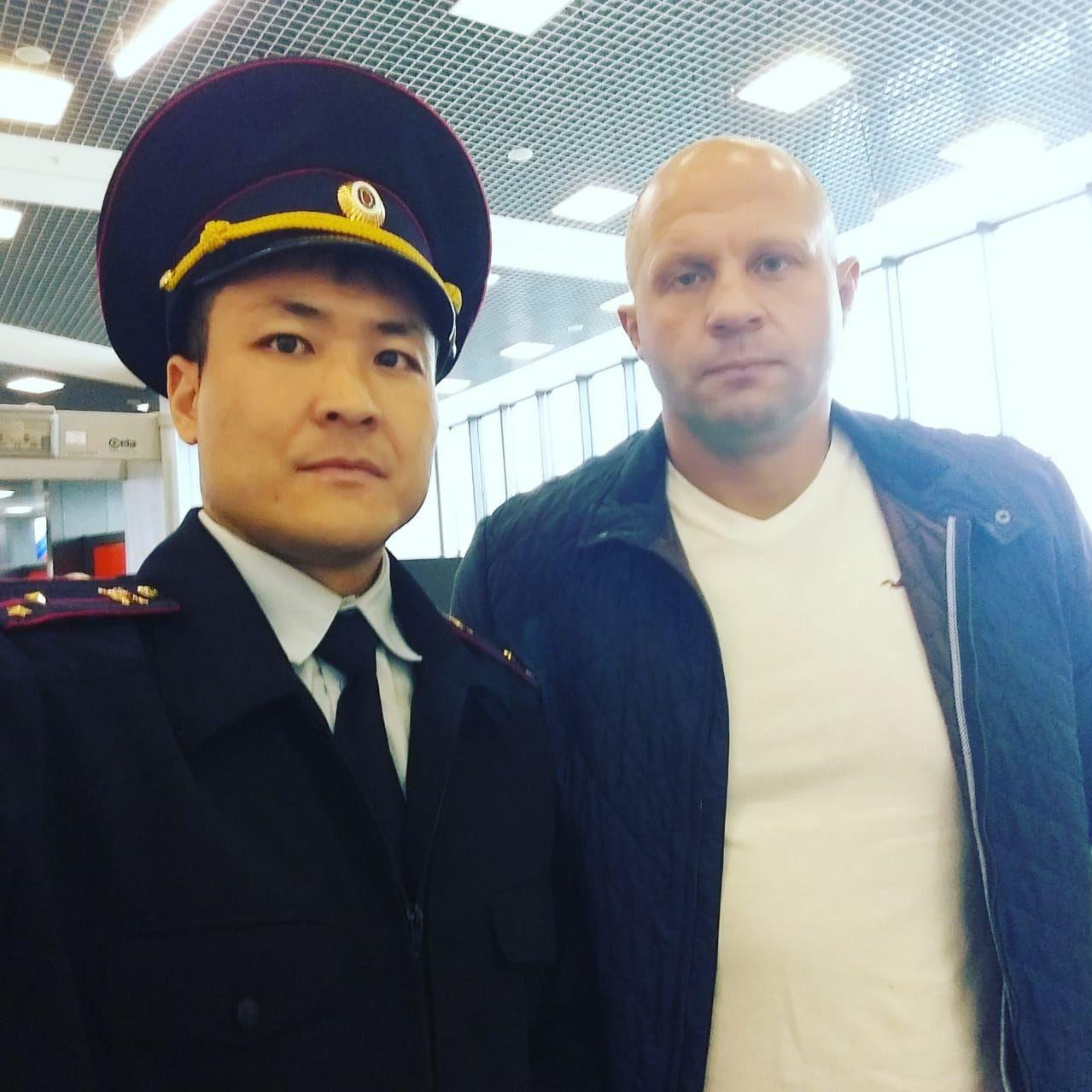 Актер Эмил Токтомышев с российским бойцом MMA Федор Емельяненко