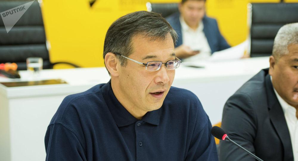 Эксперт Шерадил Бактыгулов во время круглого стола Значение ШОС как основной инструмент безопасности в регионе в мультимедийном пресс-центре Sputnik Кыргызстан