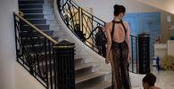 Вьетнамская модель Нгок Тринх в отеле Martinez перед посещением показа на 72-м выпуске Каннского кинофестиваля в Каннах, на юге Франции
