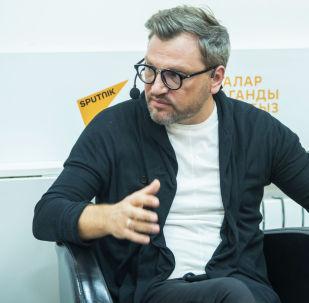 Российский тележурналист Вадим Такменев во время мастер-класса в рамках международной программы SputnikPro в Бишкеке