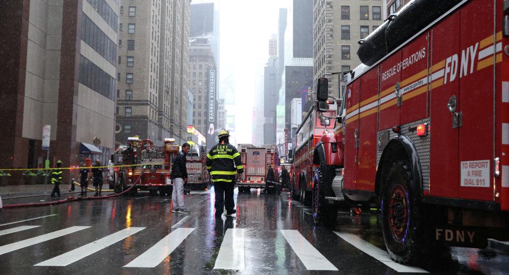 Картинки по запросу В центре Нью-Йорка потерпел крушение вертолет