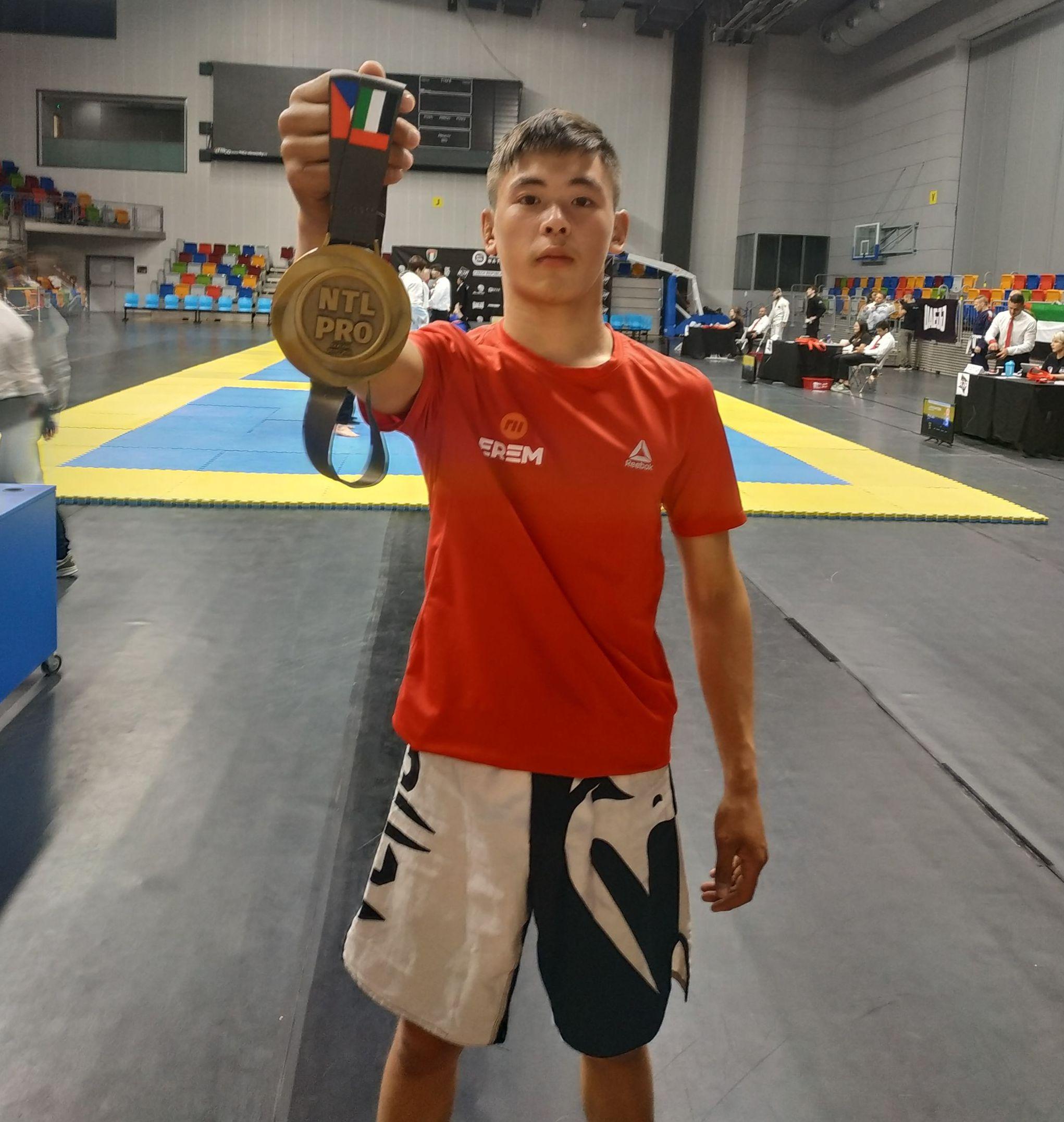 Кыргызстанский спортсмен Азамат Эрали уулу