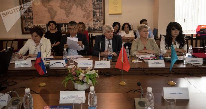 В Кыргызско-Российском Славянском университете прошла конференция на тему Молодежь в экономическом союзе: трудовая мобильность и гуманитарное сотрудничество