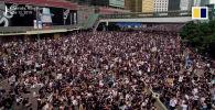 В Гонконге более миллиона человек вышли на улицы, заблокировав движение в центре города.