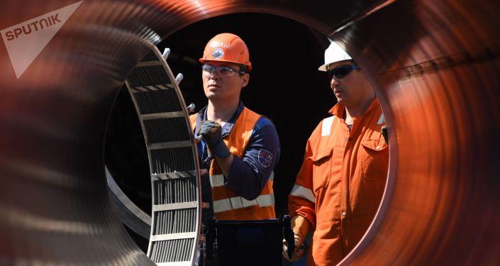 Рабочие на участке строительства газопровода Северный поток-2 в Ленинградской области. Архивное фото
