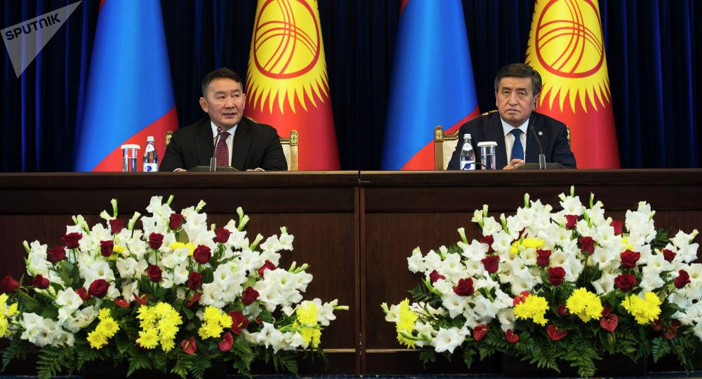 Президент Кыргызской Республики Сооронбай Жээнбеков по итогам переговоров с Президентом Монголии Халтмаагийн Баттулгой в рамках его официального визита, сделал заявление для средств массовой информации.