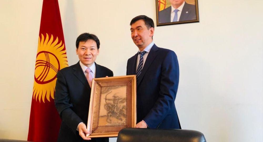 Мэр Бишкека Азиз Суракматов встретился с делегацией управления по делам международного экономического сотрудничества при Министерстве коммерции Китая