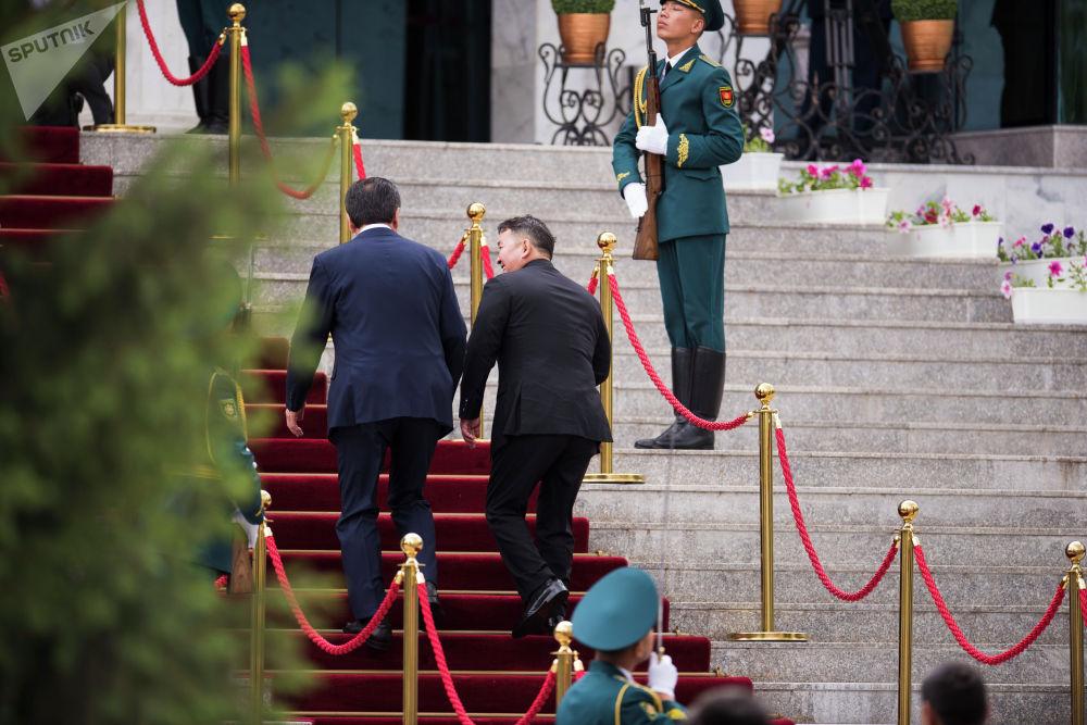 В рамках визита он встретился с президентом республики Сооронбаем Жээнбековым