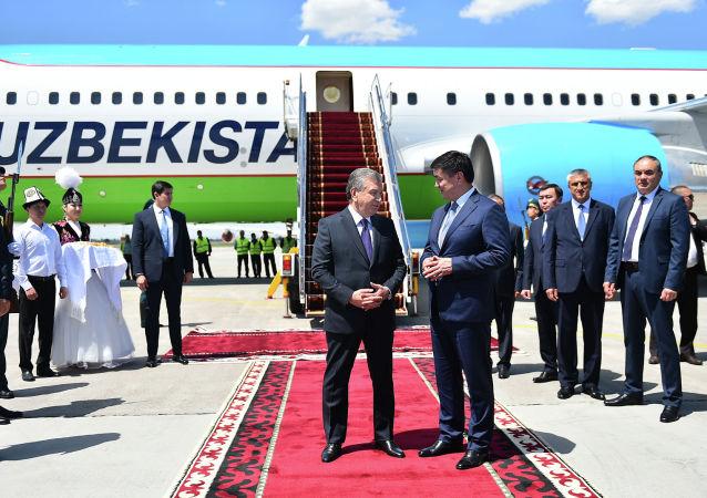 Президент Узбекистана Шавкат Мирзиёев прибыл в Кыргызстан для участия в очередном заседании Совета глав государств-членов ШОС