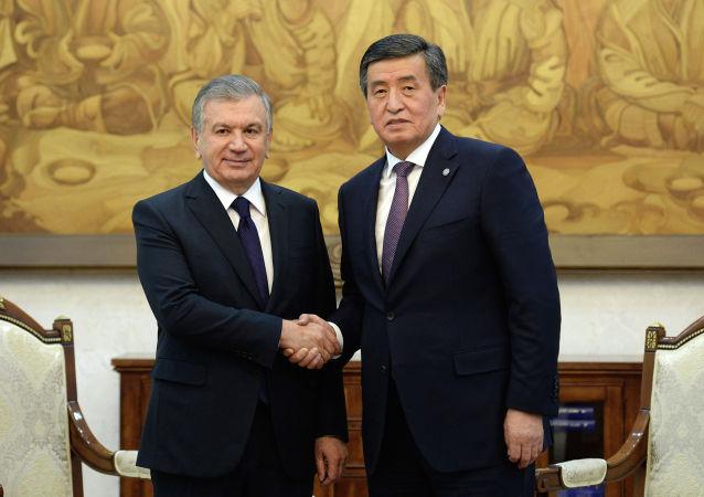 Президент Кыргызстана Сооронбай Жээнбеков во время встречи с президентом Узбекистана Шавкатом Мирзиеевым, прибывшего в Бишкек для участия в заседании Совета глав государств-членов ШОС