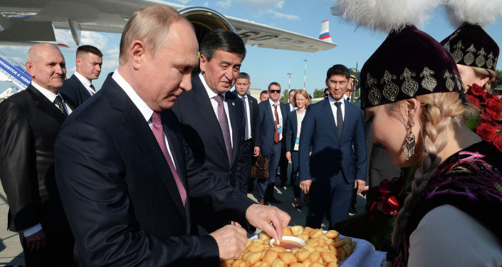 Президент Российской Федерации Владимир Путин прибыл в Кыргызскую Республику для участия в заседании Совета глав государств-членов Шанхайской Организации Сотрудничества. 13 июня 2019 года