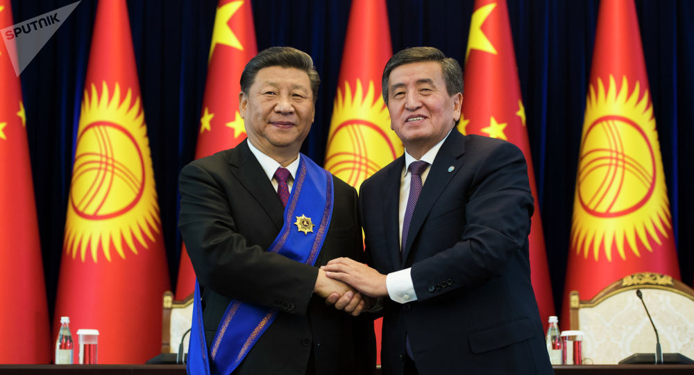Президент КР Сооронбай Жээнбеков на встрече с председателем КНР Си Цзиньпином в государственной резиденции Ала-Арча