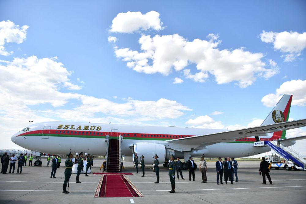 Президент Беларуси Александр Лукашенко прилетел на Boeing 767-300