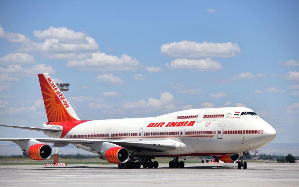 Премьер-министр Индии Нарендра Моди помимо участия в саммита, прилетел с официальным визитом. Он прибыл на самолете Boeing 747-400.