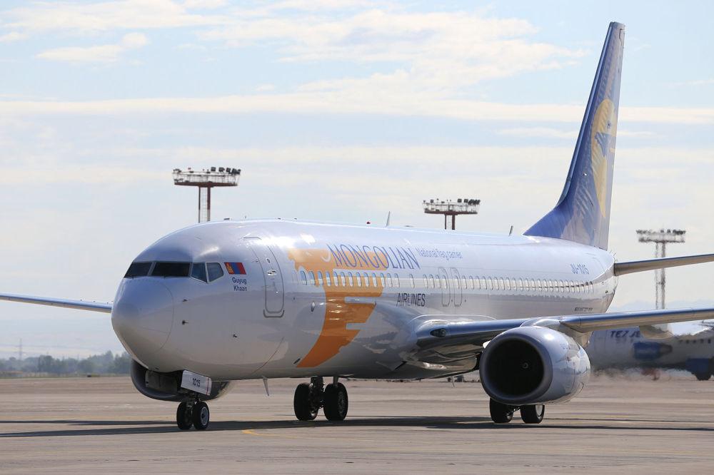 Монгольский президент Халтмаагийн Баттулга прибыл с официальным визитом еще 12 июня. Это его первое посещение Кыргызстана. Глава государства прилетел на Boeing 737-800, который обслуживает компания Mongolian Airlines.