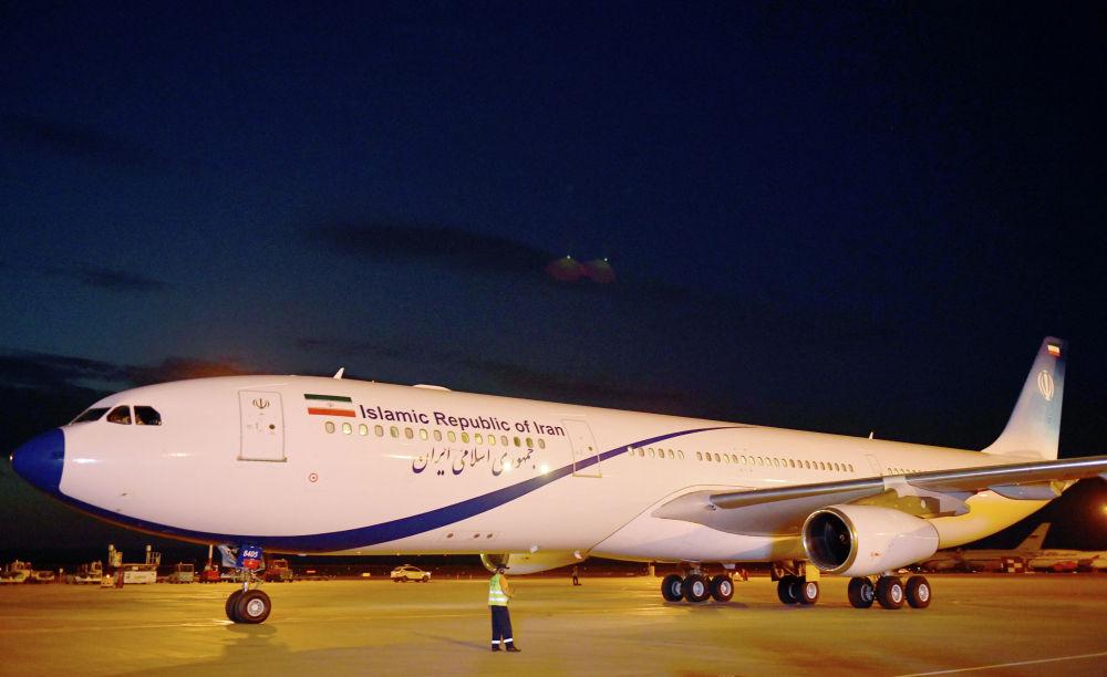 Шаршембиде кечинде Иран өлкөсүнүн президенти Хасан Рухани келип түштү. Аны да премьер-министр Мухаммедкалый Абылгазиев тосту. Ирандын башчысы Airbus A340-300 үлгүсүндөгү учак менен келгени белгилүү болду.