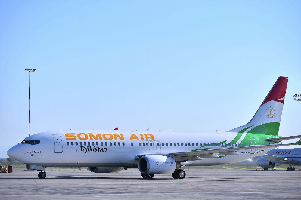 Глава Таджикистана Эмомали Рахмон прилетел в Бишкек на Boeing 737-800.