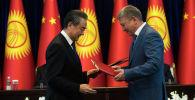 Министры во время подписания документов в государственной резиденции Ала-Арча в Бишкеке