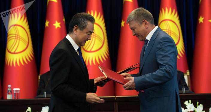 Кыргызстан жана Кытай ортосунда келишим түзүүлөр