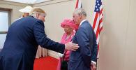 Принц Чарльз, принц Уэльский, королева Елизавета II, президент США Дональд Трамп и первая леди США Мелания Трамп беседуют во время мероприятия, посвященного 75-й годовщине дня Д, в Портсмуте. Великобритания, 5 июня 2019 года