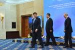 Президент Кыргызстана Сооронбай Жээнбеков, президент РФ Владимир Путин и председатель КНР Си Цзиньпин перед началом заседания Совета глав государств – членов ШОС в Бишкеке