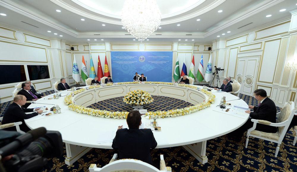 Заседание в узком составе. Участвовали государства — члены ШОС (Индия, Казахстан, Кыргызстан, Китай, Пакистан, Россия, Таджикистан, Узбекистан).