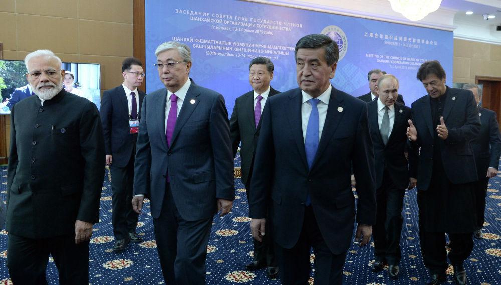Президент КР Сооронбай Жээнбеков встречал гостей в конгресс-холле госрезиденции Ала-Арча