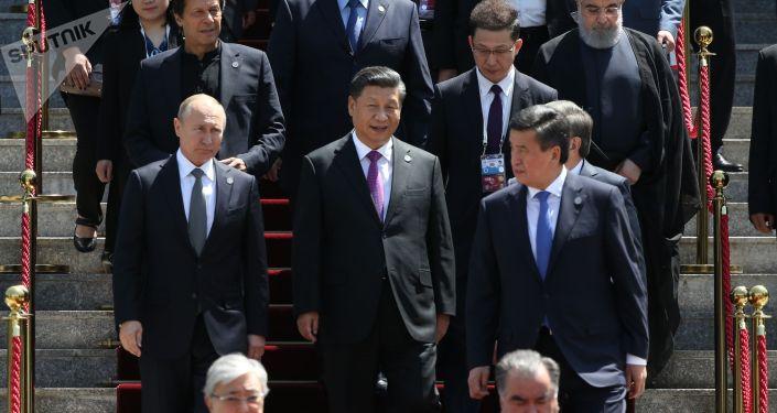 Церемонии фотографирования глав государств - членов ШОС, глав государств - наблюдателей в ШОС и руководителей международных организаций и Молодежного совета ШОС в Бишкеке.