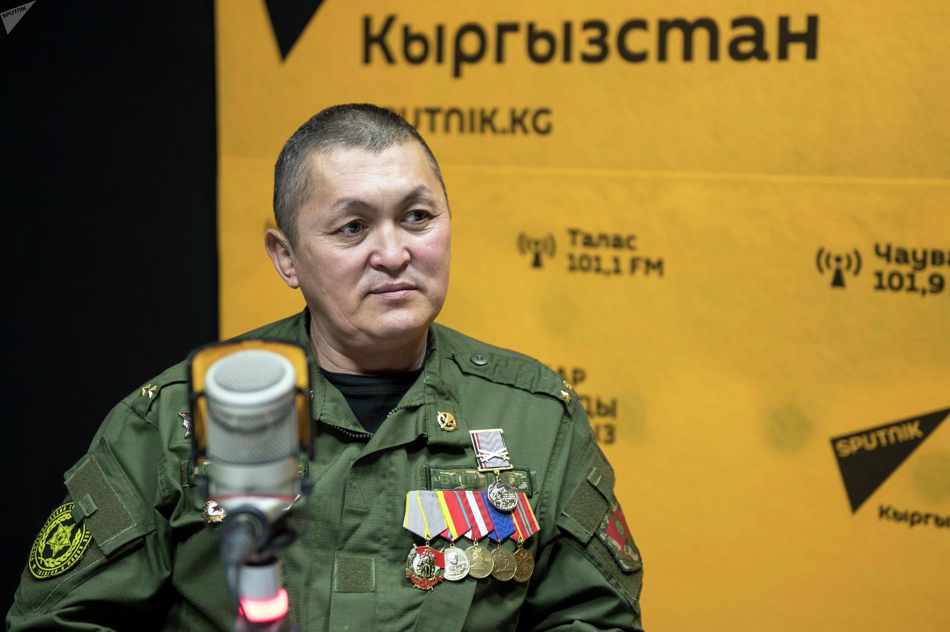 Участник баткенских событий Чолпонбек Жээналиев во время беседы на радио Sputnik