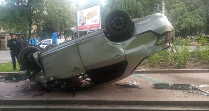 ДТП на пересечении проспекта Эркиндик и улицы Московской в Бишкеке