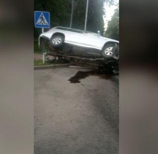 16-июнда таңкы саат 05:05тер чамасында Москва көчөсү менен Эркиндик бульварынын кесилишинде жол кырсыгы болду.