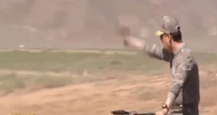 Соцсети обсуждают видео, на котором президент Туркменистана Гурбангулы Бердымухамедов устроил показательную стрельбу перед военнослужащими.