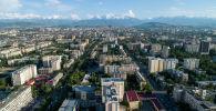 Вид на многоэтажные дома в городе Бишкек с высоты. Архивное фото