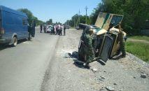В Чуйской области столкнулись инкассаторский автомобиль и грузовой микроавтобус