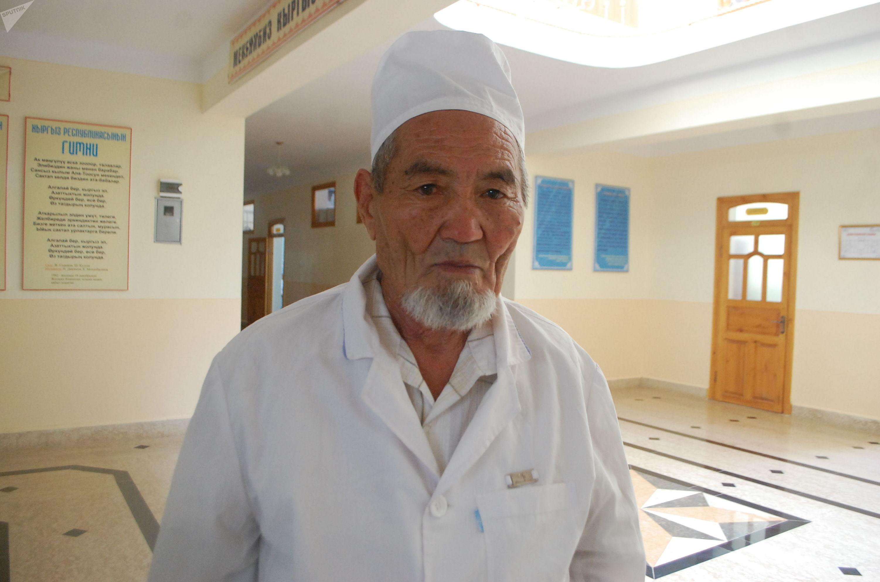 82-летний студент факультета фармакологии колледжа Дулдул тоо Араванского района Маматмуса Кулматов