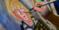 Художник пишет портрет. Архивное фото
