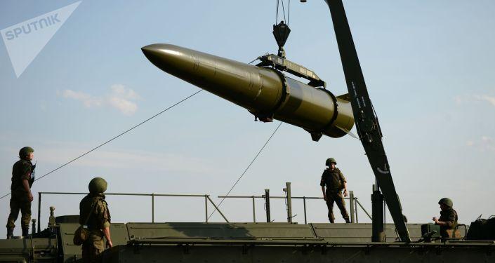 Развёртывание оперативно-тактического ракетного комплекса. Архивное фото