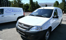 Сотрудникам госпредприятия Кыргызпочтасы передали 18 машин-фургонов Lada Largus