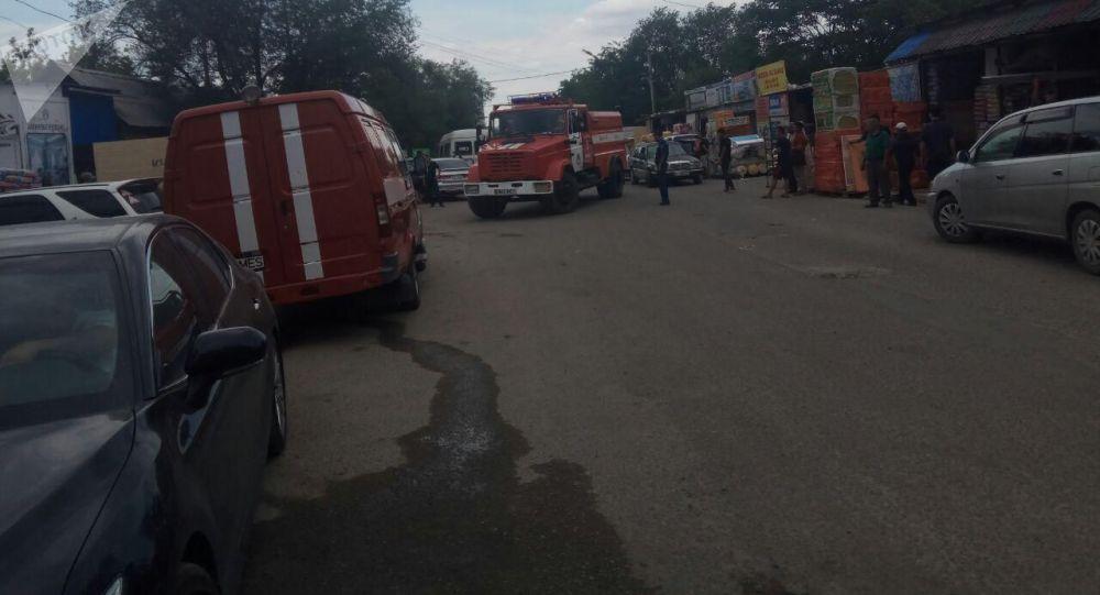На улице Матросова в Бишкеке (недалеко от пересечения улиц Ибраимова и Льва Толстого) произошел пожар