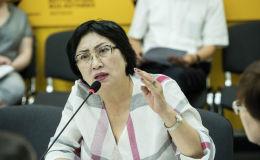 Директор правовой клиники Адилет Чолпон Джакупова во время круглого стола в мультимедийном пресс-центре Sputnik Кыргызстан