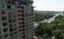 Новостройка по улице Аалы Токомбаева (Южная магистраль) в Бишкеке. Архивное фото
