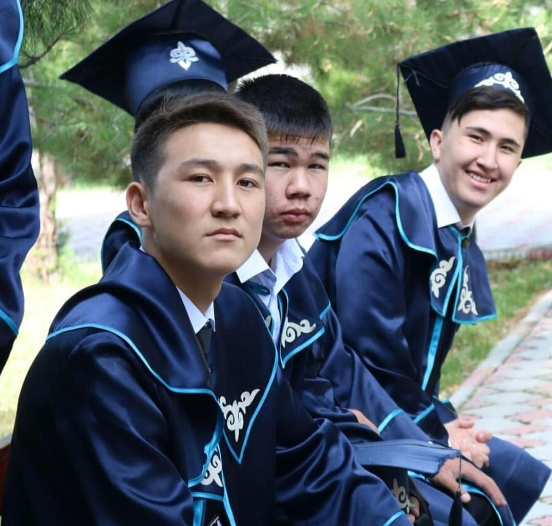 Ученик кыргызко-турецкого лицея города Джалал-Абад получивший максимальное количество баллов на Общереспубликанском тестировании Элдияр Чормонов