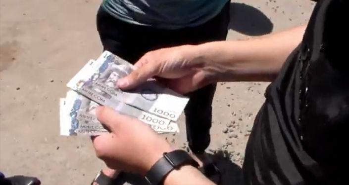 Государственная служба по борьбе с экономическими преступления выявила преступную группировку, которая занималась изготовлением поддельных платежных документов.