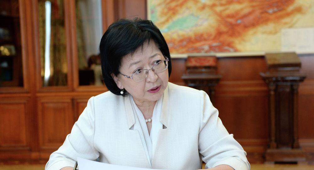 Президент Кыргызской Республики Сооронбай Жээнбеков принял министра финансов страны Бактыгуль Жеенбаеву. 21 июня 2019 года