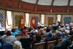 Экс-президент Алмазбек Атамбаевдин Кой-Таштагы үйүндө тарапташтарынын жыйыны башталды