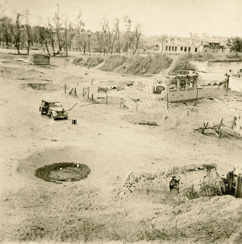 29 июня Восточный форт подвергся мощному авиаудару, что привело к взрыву склада боеприпасов. В результате почти весь гарнизон сдался. Некоторые защитники укрылись в подземельях, надеясь впоследствии прорваться к своим.