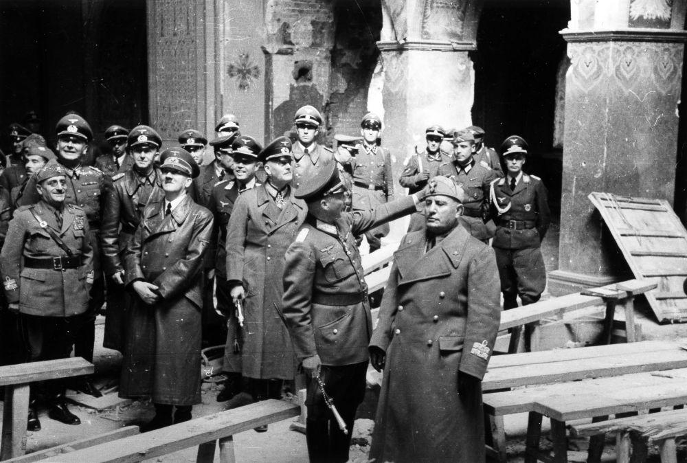 В конце августа 1941 года крепость посетили Адольф Гитлер и Бенито Муссолини. Немецкое командование придавало очень большое значение битве за Брест.